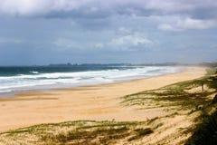 Światła słonecznego brzegowy piękny widok na ocean Zdjęcie Royalty Free