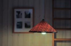 Światło łozinowa lampa w wieczór w domu Zdjęcie Royalty Free