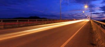 Światło ślada przy błękitną godziną obraz stock