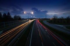 Światło ślada w mieście po zmierzchu zdjęcie royalty free