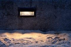 Światło dla chodniczka piaska podłogowej plaży przy nocą, Dekoracyjna oświetleniowa romantyczna atmosfery plaża, zaświeca ocean n fotografia royalty free