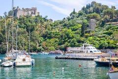 Światło dzienne widok piękno Portofino Statki na wodzie z ludźmi Obraz Royalty Free