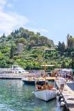 Światło dzienne widok piękno Portofino Statki na wodzie z ludźmi Obrazy Royalty Free