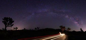 Światło Malujący krajobraz Milky sposób Gra główna rolę panoramę fotografia royalty free