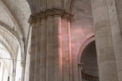 Światło na kościelnej ścianie zdjęcia royalty free
