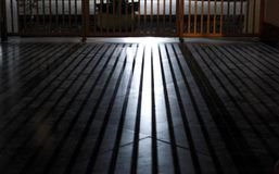 Światło przez ogrodzenia zdjęcia stock