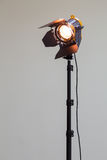 Światło reflektorów z fluorowiec żarówką i Fresnel obiektywem Oświetleniowy wyposażenie dla Pracownianej fotografii lub videograp Obrazy Stock