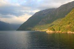 Światło słoneczne i cienie na fiordzie zdjęcia royalty free