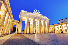 Światło słoneczne iluminuje Brandenburg bramę inspirującą grkiem (1788) Fotografia Stock