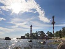 Światło słoneczne nad latarnią morską St Petersburg zatoka finlandia Obrazy Stock