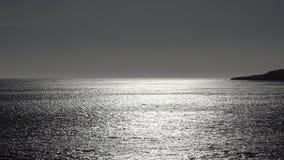 Światło słoneczne Odbija Na Wodnym półmroku Lub świcie zbiory wideo