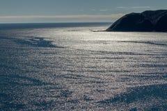 Światło słoneczne odbija z wody morskiej zdjęcie stock