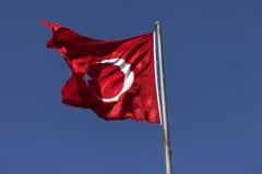 Światło słoneczne turecczyzny flaga falowanie w wiatrze przy słonecznym dniem Obraz Royalty Free