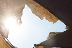światło słoneczne z racą nad parasolem zdjęcie stock