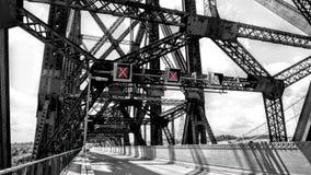 Światło sygnalizuje wśrodku Quebec mosta obrazy stock