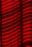 Światło wzory na czerwonych zasłonach Obrazy Stock