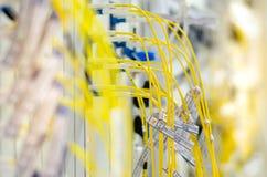 Światłowód łączy gręplować wyposażenie używa w telekomunikaci Obrazy Stock
