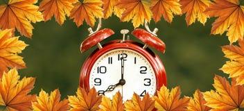 Świateł dziennych savings czas w jesieni - sieć sztandar zdjęcia royalty free