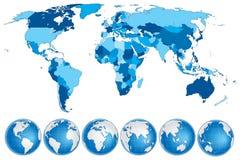 Światowej mapy błękit z krajami i kulami ziemskimi Zdjęcie Royalty Free