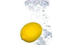 Cytryna w wodzie Zdjęcia Stock