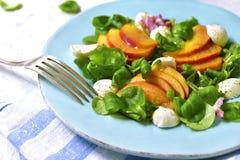 Świeża brzoskwini sałatka z kukurudzą i mozzarellą Zdjęcia Stock