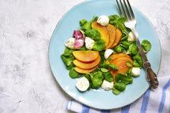 Świeża brzoskwini sałatka z kukurudzą i mozzarellą Odgórny widok Zdjęcie Royalty Free