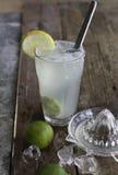 Świeża domowej roboty odświeżająca lemoniada z wapno, lodu i wapna sokiem, Obraz Stock