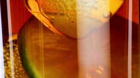 Świeża fizzy kola w szkle z lodu i wapna plasterkiem zbiory