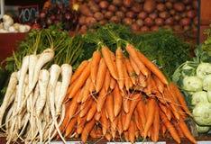 Świeża i organicznie marchewka w rynku Fotografia Royalty Free