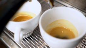 Świeża kawa przygotowywająca w kawie machine-2 zbiory wideo