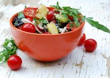 Świeża lato sałatka z czereśniowymi pomidorami Zdjęcia Stock
