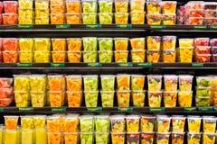 Świeża owoc w plastikowych zbiornikach obrazy royalty free
