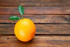 Świeża pojedyncza pomarańczowa owoc Zdjęcie Royalty Free