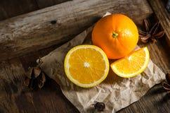 Świeża pomarańcze na drewnianym Stołowym tle Obraz Stock