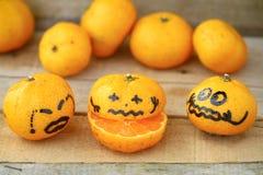 Świeża pomarańcze na drewnianym stole w jadalni Zdrowa owoc dla gubi ciężar, Świeże pomarańcze na drewnianym tle Zdjęcia Stock