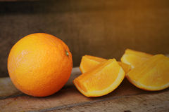 Świeża pomarańcze na drewnianym tle dla zdrowego Organicznie lub czysta owoc od sadu w rynku Czyści owoc i napój dla zdrowie Zdjęcie Royalty Free