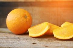 Świeża pomarańcze na drewnianym tle dla zdrowego Organicznie lub czysta owoc od sadu w rynku Czyści owoc i napój dla zdrowie Fotografia Royalty Free