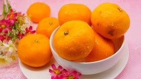 Świeża pomarańcze na różowym tle Fotografia Royalty Free