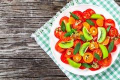 Świeża pomidorowa sałatka, zakończenie, odgórny widok Fotografia Royalty Free