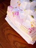 Świeża pralnia i orchidee zdjęcia stock