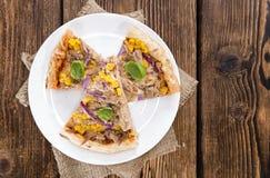Świeża robić tuńczyk pizza Obrazy Stock