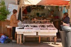 Świeża ryba w targowym Bolhao, Porto, Portugalia obrazy royalty free