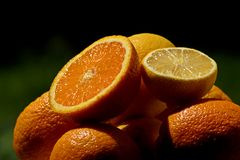 Świeża smakowita pomarańcze i cytryna w lecie obrazy royalty free