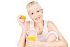 świeża szczęśliwa soku pomarańcze kobieta fotografia stock