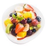 Świeża tropikalna owocowa sałatka w pucharze Obraz Stock