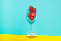 Świeża truskawka i sok na drewno stole Mieszkanie nieatutowy Obraz Royalty Free