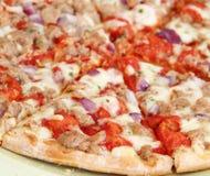 Świeża tuńczyk pizza fotografia stock