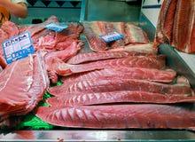 Świeża tuńczyk ryba przy Isla Crsitina rynkiem, Huelva, Hiszpania fotografia royalty free