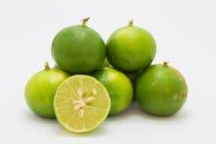 Świeża wapno plasterka owoc na bielu Fotografia Royalty Free