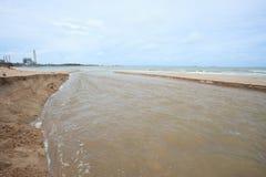 Świeża woda kanałowy bieg denny wybrzeże Obrazy Stock